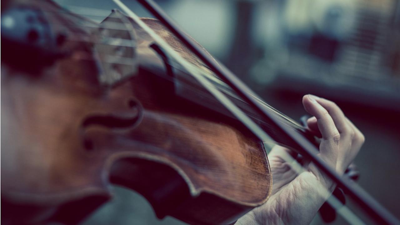С 10 биса цигуларят Светлин Русев потопи русенската публика в света на музиката