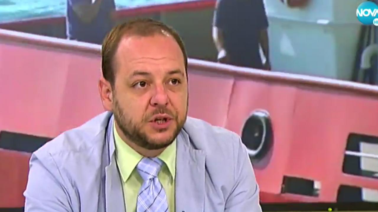 Борислав Сандов за заседналия кораб: Очакваме екокатастрофа до дни