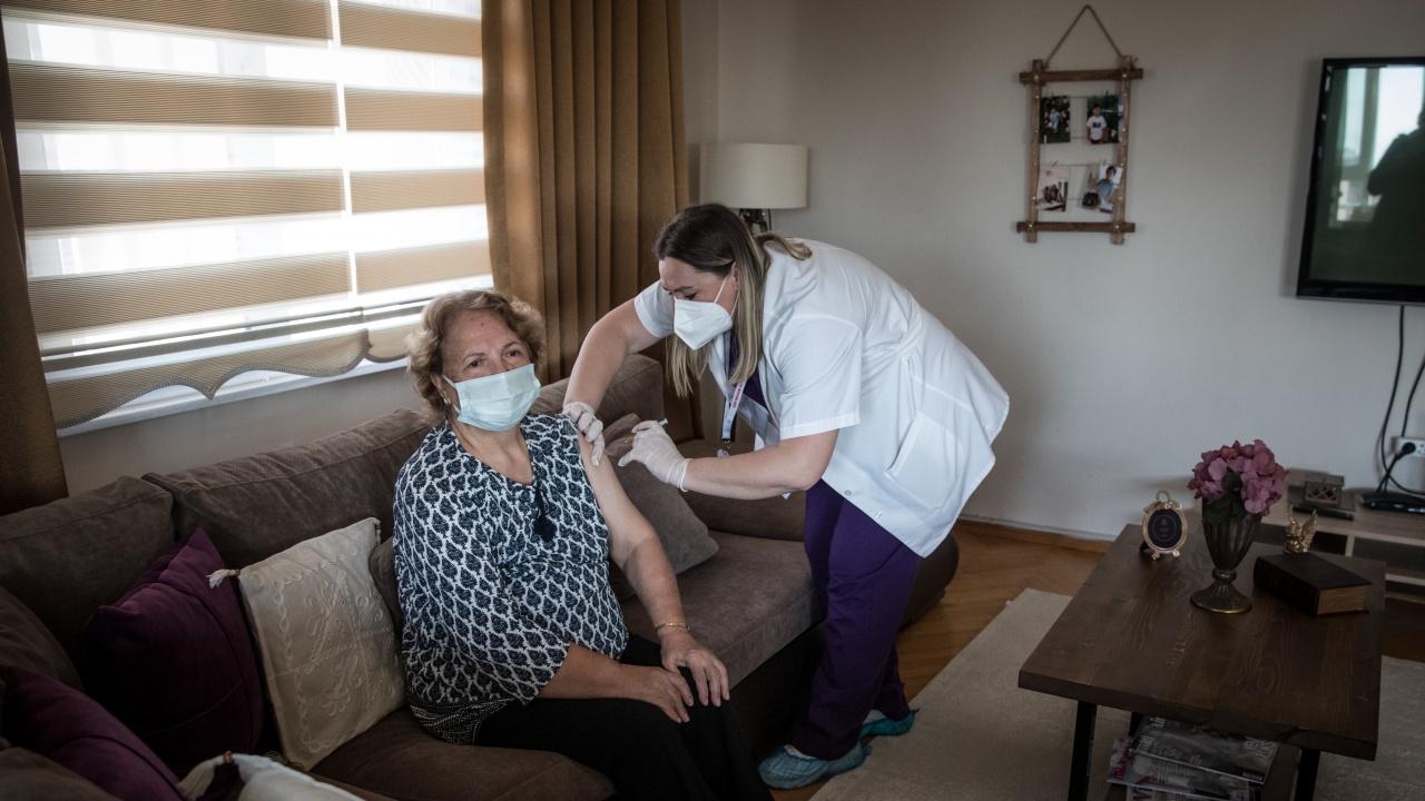 Над 43 млн. души са напълно ваксинирани в Турция