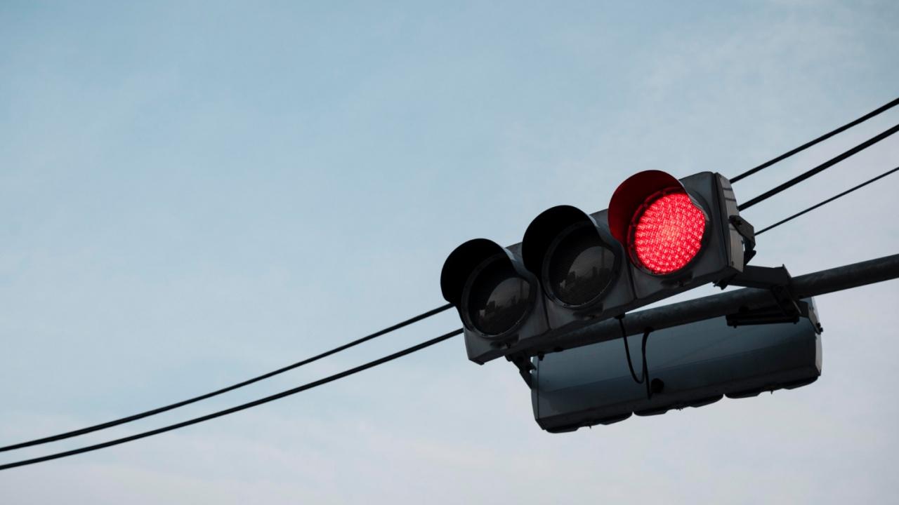 18-годишен шофьор не спря на червен светофар и отнесе дете в Русе