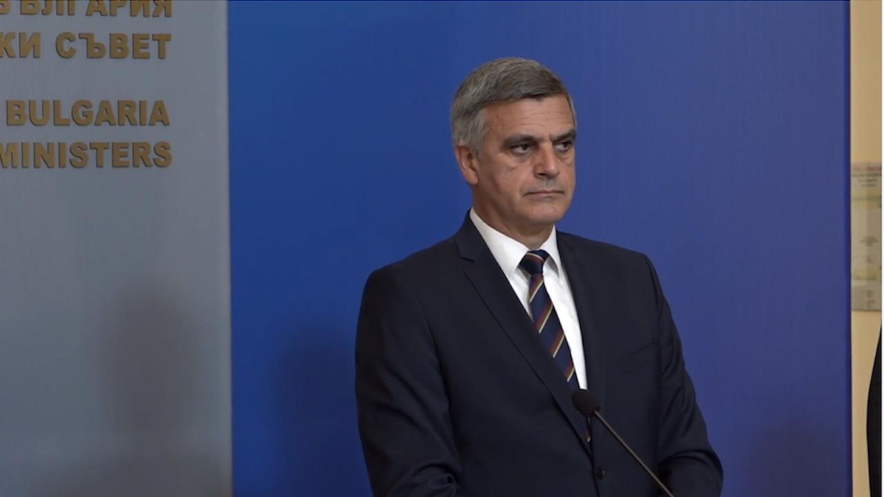 Янев обяви мерки за справяне с високата цена на тока
