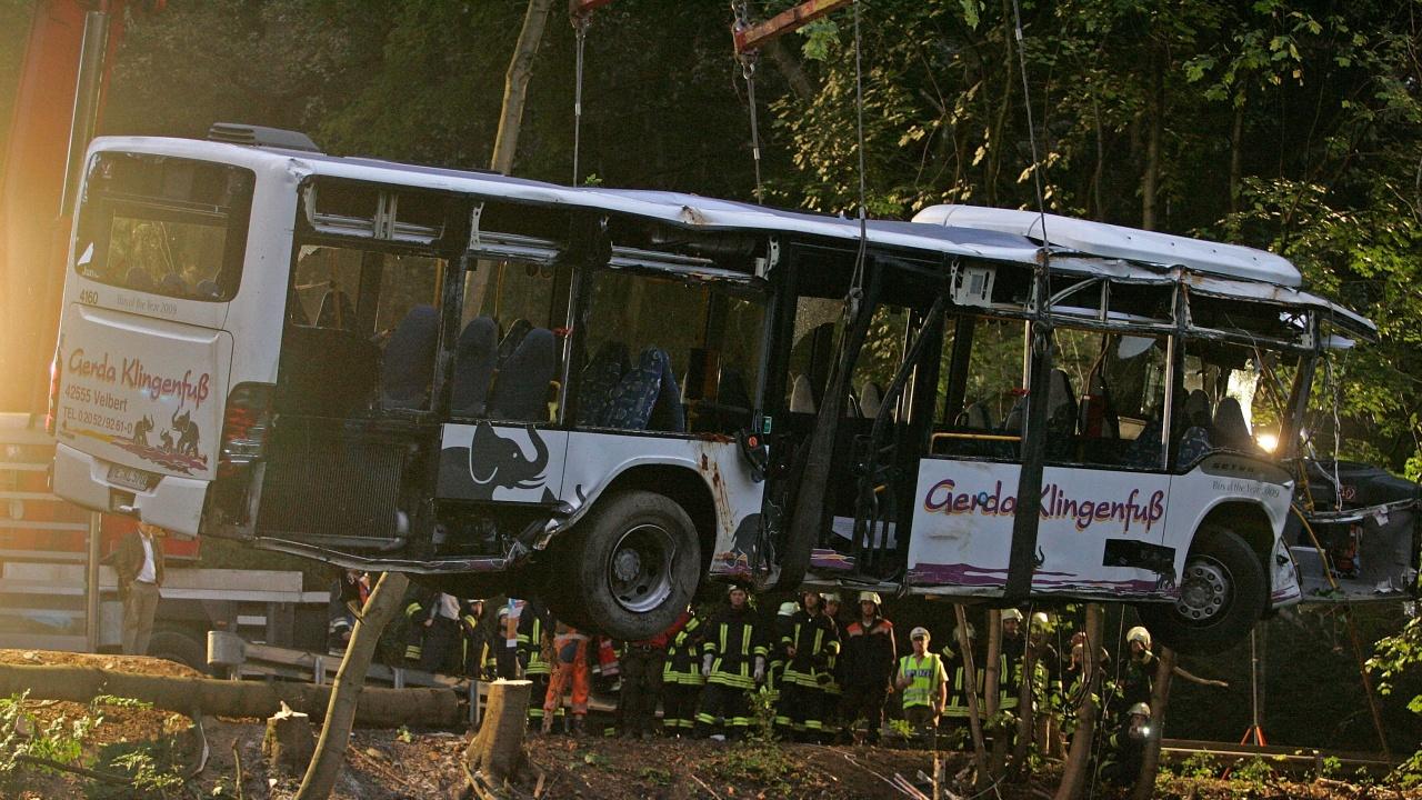 Близо 28 ранени след преобръщане на автобус в Югоизточна Австрия