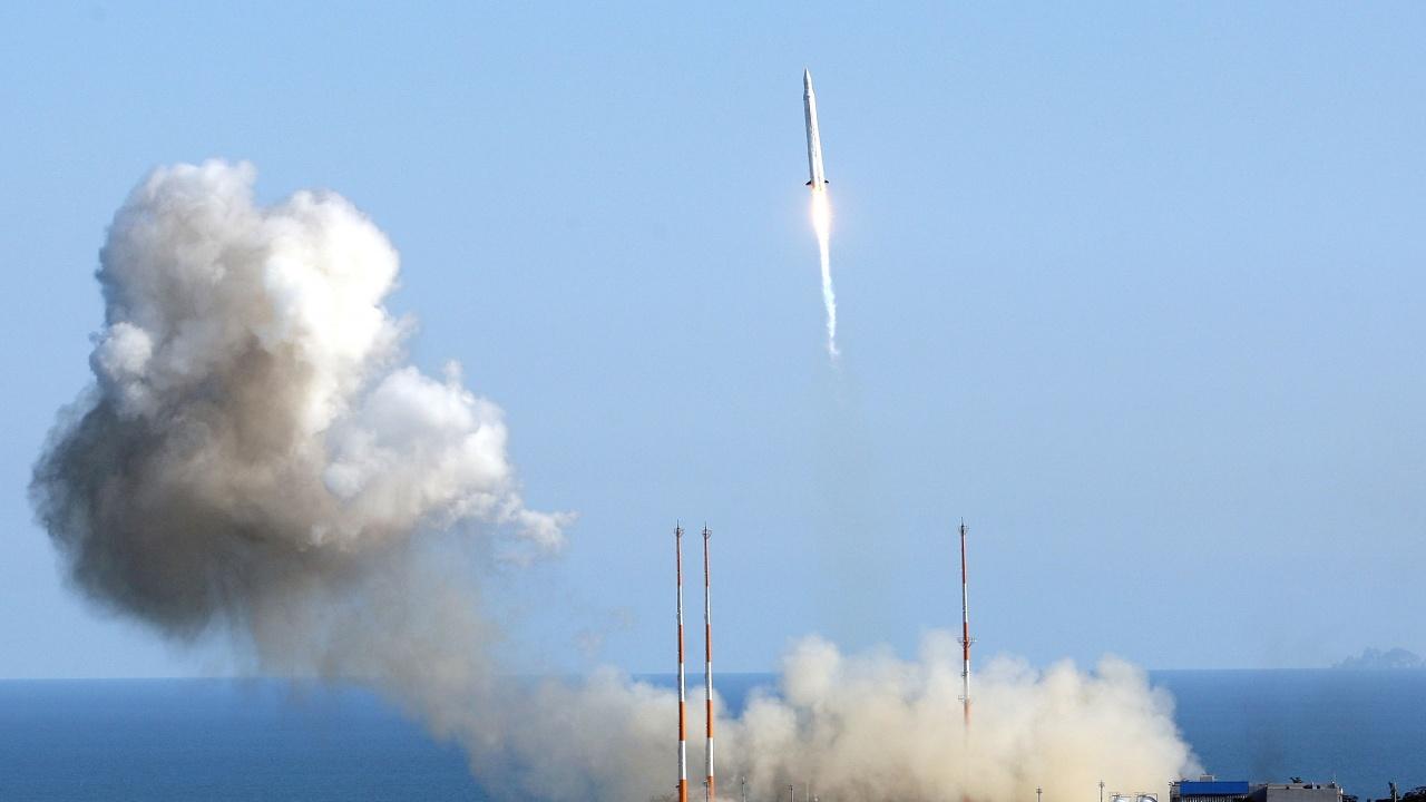 Северна Корея изстреля ракета, която падна в морето
