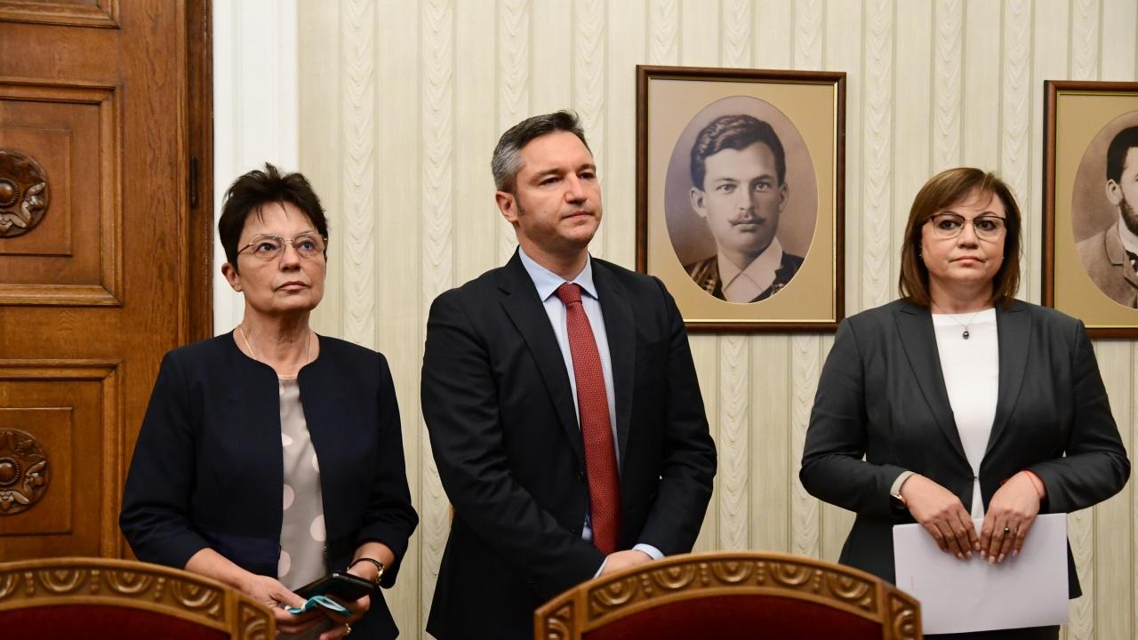 """От БСП биха разговаряли с """"Продължаваме промяната"""", Анастасова разкри отношенията Радев-Нинова"""