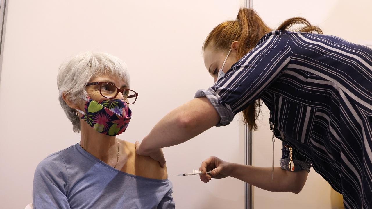 Швеция ще предложи трета ваксина срещу коронавирус на старите хора в страната