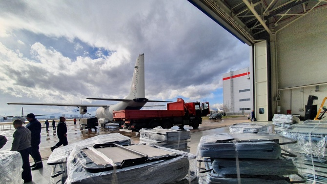 Военнослужещи и летателна техника от авиобаза Враждебна от състава на