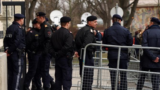 38 протестиращи закопчани във Виена