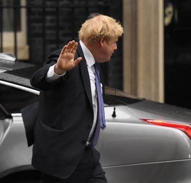 Каква е причината за промените в кабинета на Борис Джонсън?