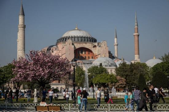 """Как определяте решението на Ердоган да превърне """"Света София"""" в джамия?"""