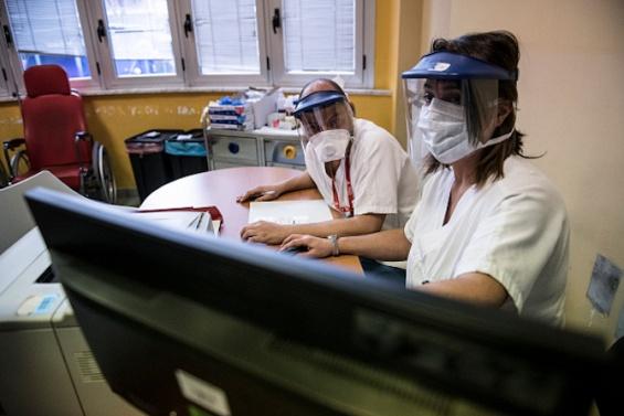 Одобрявате ли разхлабването на противоепидемичните мерки?