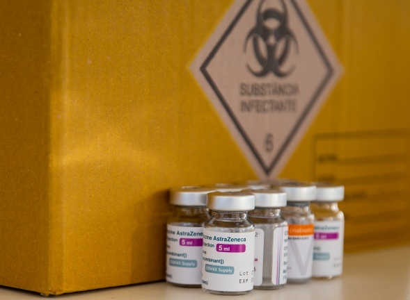 Съгласни ли сте да спре прилагането на ваксината АстраЗенека у нас?