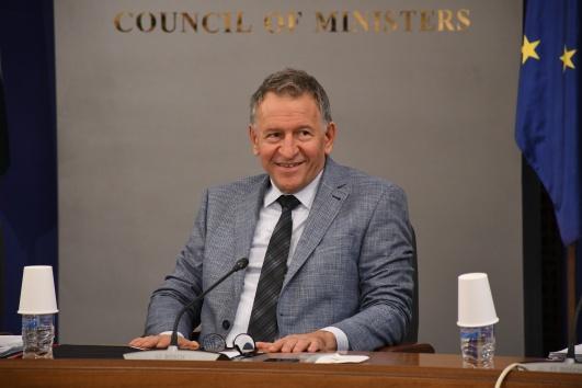 Одобрявате ли действията на здравния министър Стойчо Кацаров?