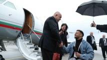 Борисов пристигна в Мюнхен. Журналист в инвалидна количка му взе интервю, а постъпката му трогна хиляди