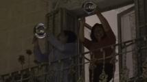 Испанци под карантина дрънчат с тенджери в знак на протест срещу бившия крал