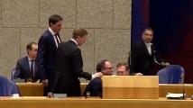 Нидерландският здравен министър припадна по време на дебат за коронавируса