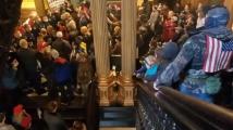 Въоръжени хора влязоха в американски парламент