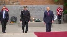 Президентът и началникът на отбраната поднесоха цветя пред Паметника на незнайния воин