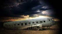 Вижте неизлъчвани кадри от падането на самолета в Пакистан