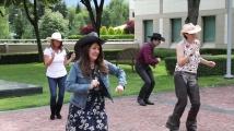 Херо Мустафа показа танцови умения