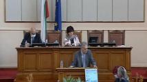Караянчева отне думата на Александър Паунов, който уговаря протестите с Божков