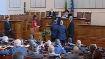 От БСП вдигнаха луд скандал в НС, Караянчева наказа депутат за обида към премиера