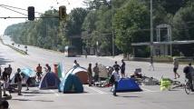 10 палатки блокираха Орлов мост. Движението е затруднено!