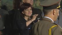 Протестиращи провокираха Цвета Караянчева в Търново, тя им отговори подобаващо