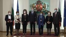 Румен Радев удостои с държавни отличия изтъкнати българи