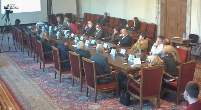 Проф. д-р Тодор Кантарджиев запозна депутатите с предизвикателствата, породени от COVID-19