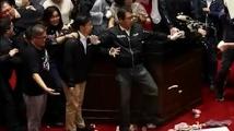 Черва летяха в тайванския парламент