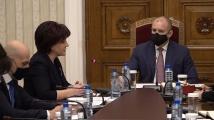 Караянчева захапа Радев: Спрете внушенията, че изборите ще са манипулирани