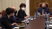 Даниела Дариткова: Трябва да се погрижим за здравето на хората по време изборите