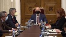 Йотова предлага да се разшири достъпът на малките партии до БНР и БНТ