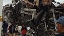 Силен трус на остров Сулавеси! Рухнала е болница и има затрупани хора