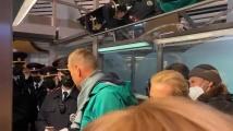 Арестуваха Навални след пристигането в Русия. Светът реагира остро