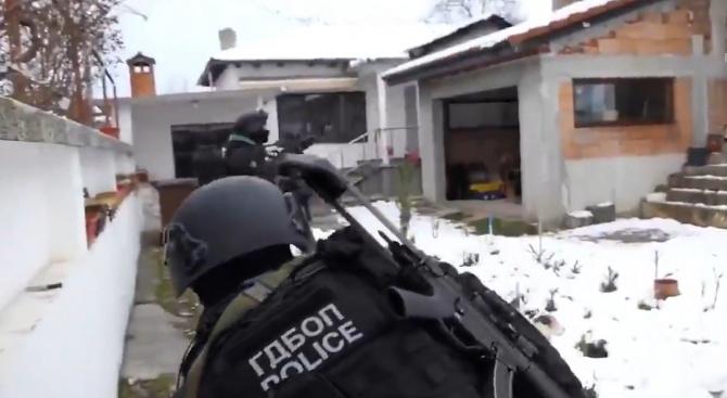Разбиха поредната престъпна група, Гешев показа полицията в действие