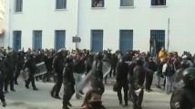 Тунис пренареди кабинета по време на протести срещу политическата класа