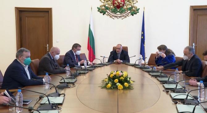 Борисов отговори на Радев за паниката и обяви: Най-меките мерки са в България