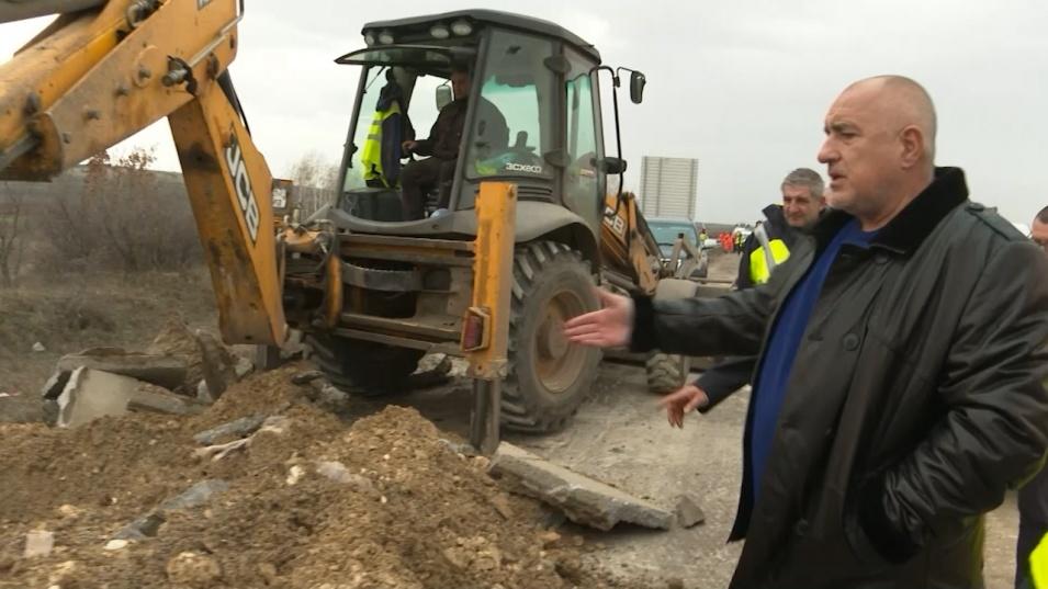 """Борисов на инспекция на АМ """"Тракия"""": На практика строим нова магистрала, Станишев и Гагаузов не си свършиха работата"""