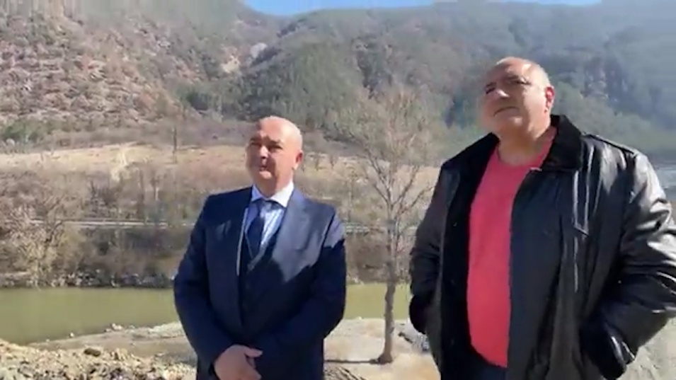 """Борисов запозна проф. Мутафчийски със строежа на АМ """"Струма"""", той кима одобрително"""