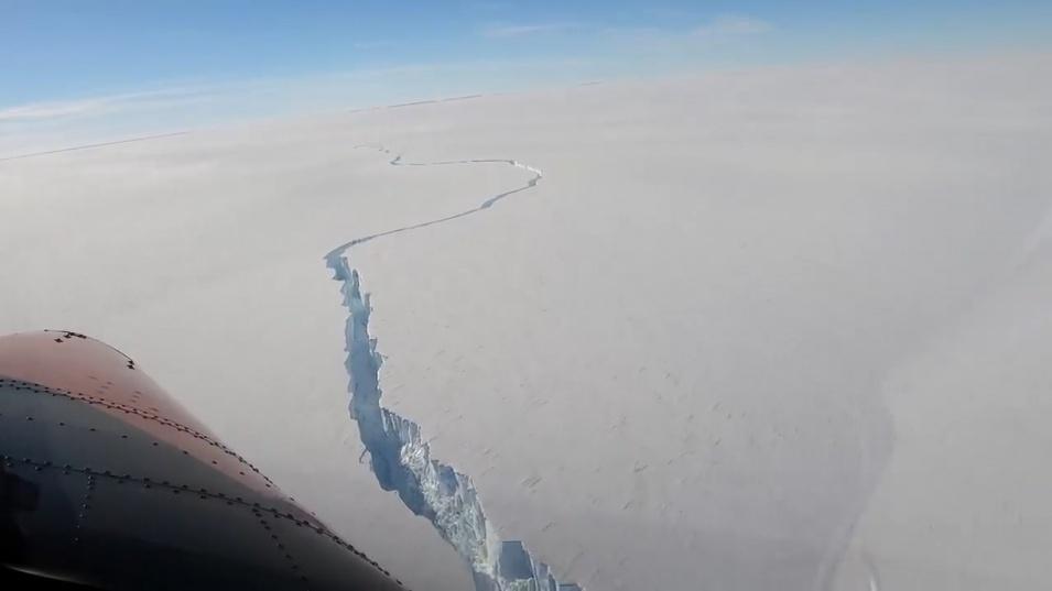 Антарктида се разцепи