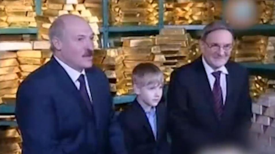 Филм разказва за богатството на Лукашенко