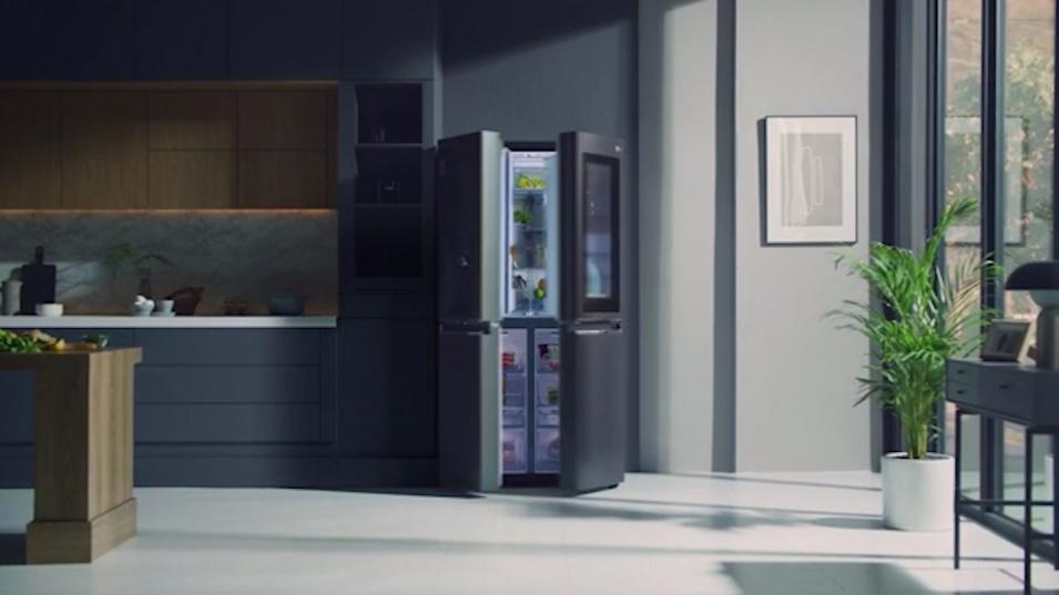 Интелигентните хладилници LG InstaView Door-in-Door™ спестяват време и запазват свежестта на храната