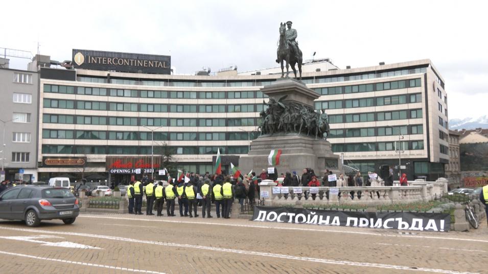 Протест посрещна новите избраници