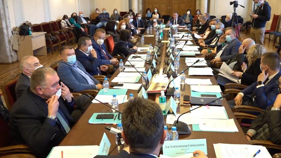 Проф. Ангелов влезе в конфликт с депутат от БСП за COVID-19