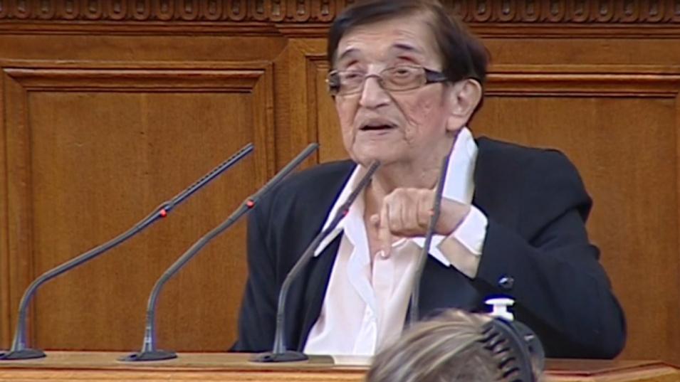 Мика Зайкова: Запазихте си милиончетата за субсидия, а пари за пенсионерите нямало!