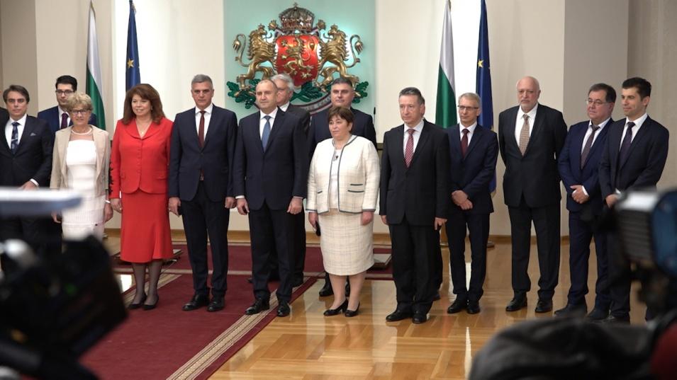 България вече има ново правителство! Президентът назначи служебен кабинет