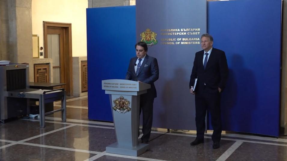 Финансовият и здравният министри обявиха мерки за овладяване на кризата и ще има ли още кадрови смени