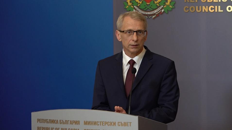 Министър Денков разкри по какви критерии ще се избират ученици за летните екскурзии