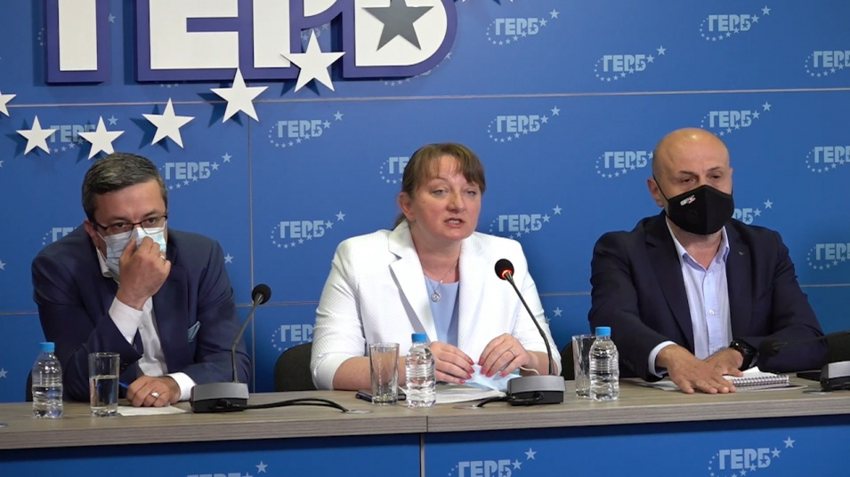 ГЕРБ: Служебното правителство извършва партийна агитация и пропаганда, а Радев управлява безконтролно